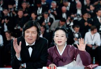 Lee Chang-dong and Yun Jun Hee.jpg