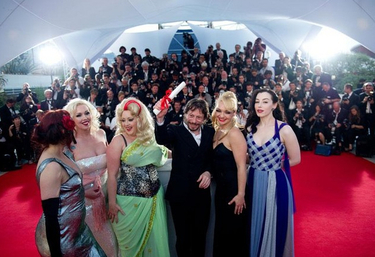 Mathieu Amalric and the ladies.jpg