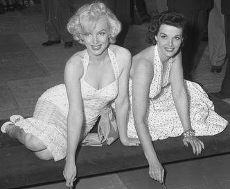 Marilyn_Monroe_and_Jane_Russell_at_Chinese_Theater_2.jpg