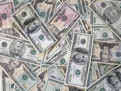 http://www.boston.com/ae/theater_arts/exhibitionist/us-money-photo.jpg