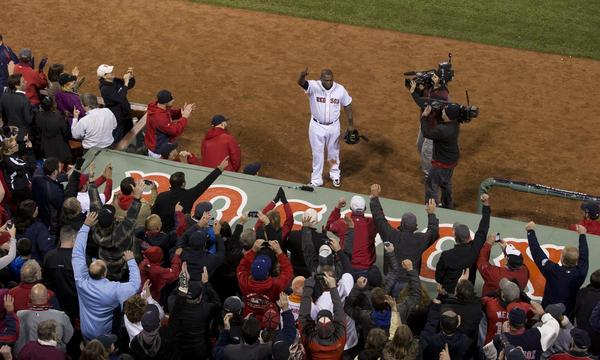 Ortiz acknowledges crowd.jpg