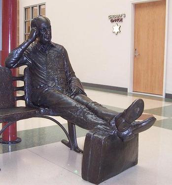 adlai_stevenson_statue_at_airport.jpg