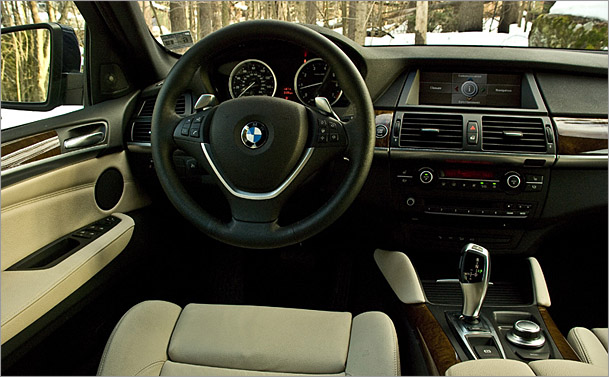 2009-BMW-X6-interior.jpg. The X6 is a high-effort machine.