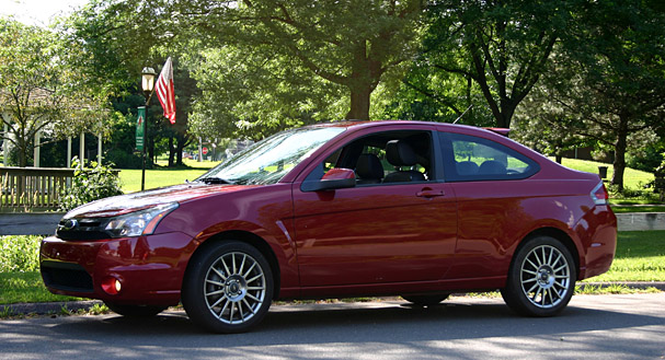 2009-Ford-Focus-SES-coupe--front-2.jpg
