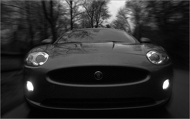 2009-Jaguar-XK-front-bw-blur-rev.jpg