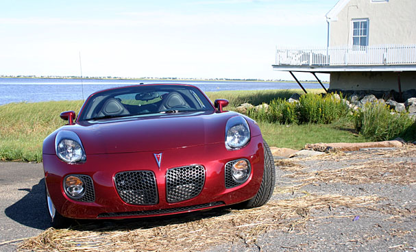2009-Pontiac-Solstice-Coupe-front-34-hay.jpg
