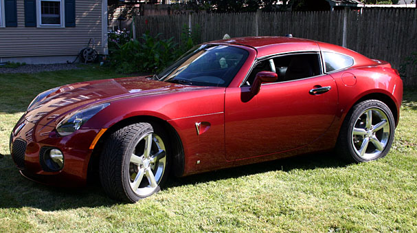 2009-Pontiac-Solstice-Coupe-front-top.jpg