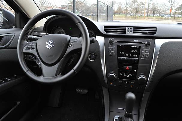 2010-Suzuki-Kizashi-interior.jpg