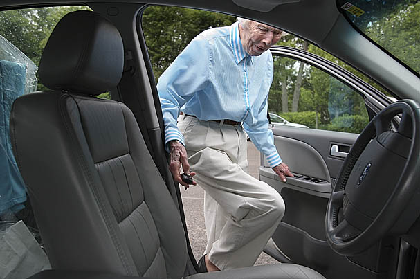 elderly-drivers-607.jpg