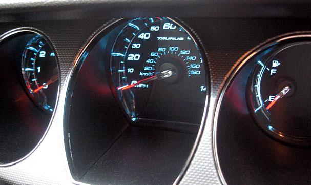 2010-Ford-Taurus-interior-gauges.jpg