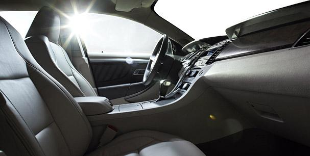 2010-Ford-Taurus-interior.jpg