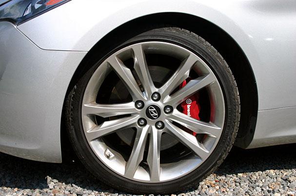 2010-Hyundai-Genesis-Coupe-brembo.jpg
