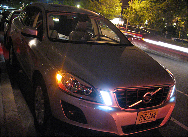 2010 Volvo XC60 Review and Images