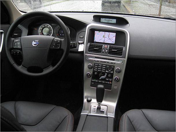 2010-Volvo-XC60-interior.jpg