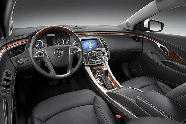 2010-Buick-LaCrosse-interior.jpg