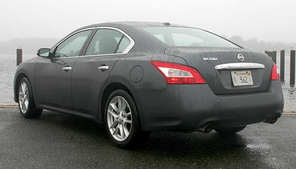 2010-Nissan-Maxima-rear.jpg