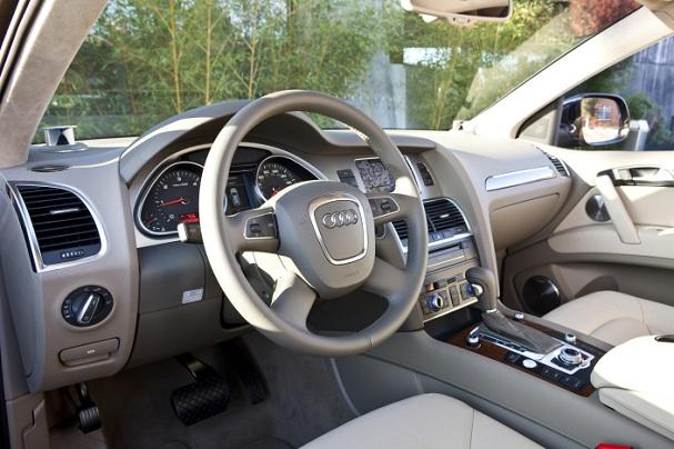 2011-Audi-Q7-TDI-interior.jpg