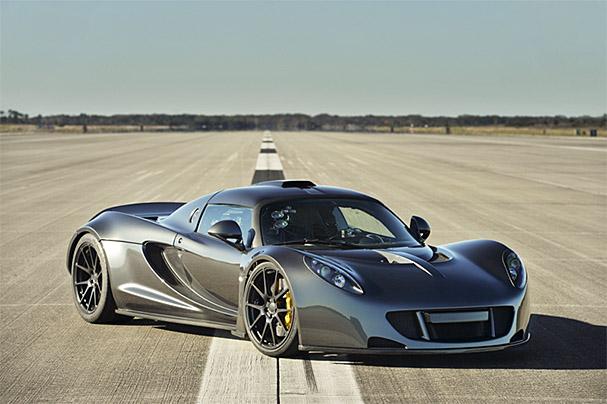 Hennessey-Venom-GT-flag-front.jpg