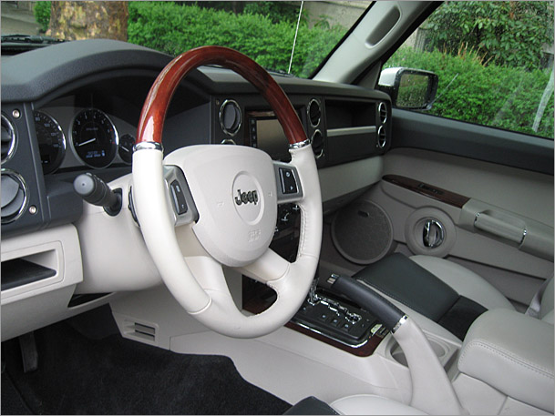 Jeep Commander 2010 Interior. Jeep-Commander-interior.jpg