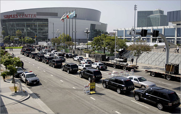 Michael-Jackson-funeral-procession-Staples-Center.jpg