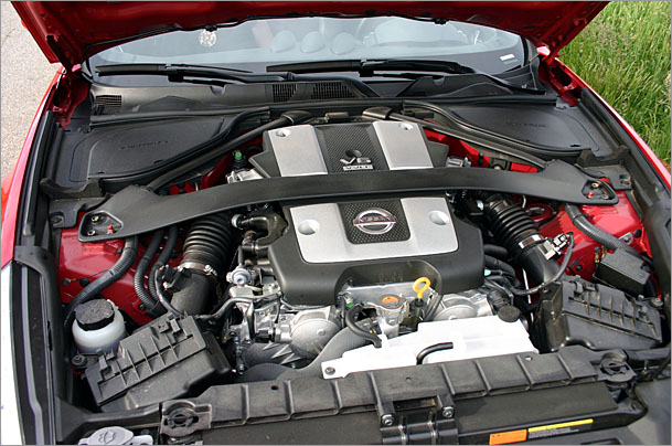 Nissan-370Z-engine.jpg