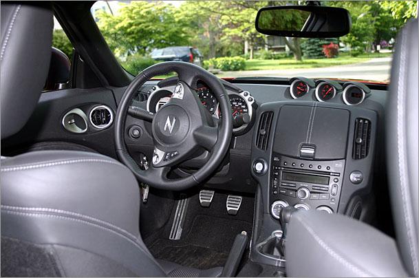 Nissan-370Z-interior.jpg