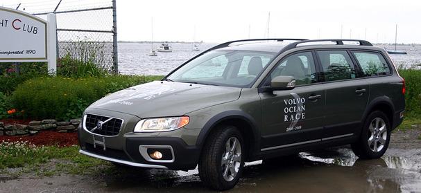 2009-Volvo-XC70-front-34.jpg