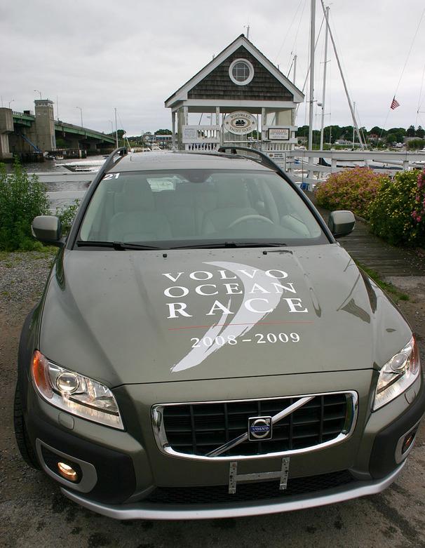 2009-Volvo-XC70-front.jpg