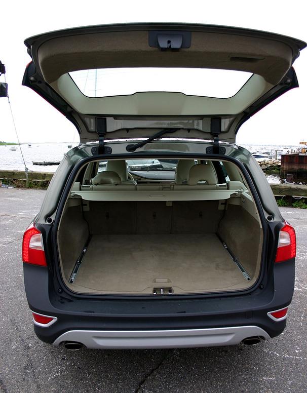 2009-Volvo-XC70-hatch.jpg