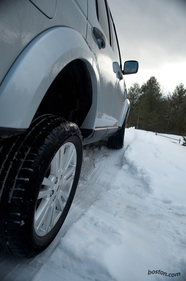 2010-Land-Rover-LR4-side.jpg