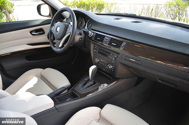 BMW I Short On Luxury Series Is Hard To Pass Up - 2012 bmw 328i manual