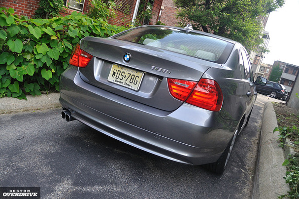 2011 BMW 328i Short on luxury 3 Series is hard to pass up