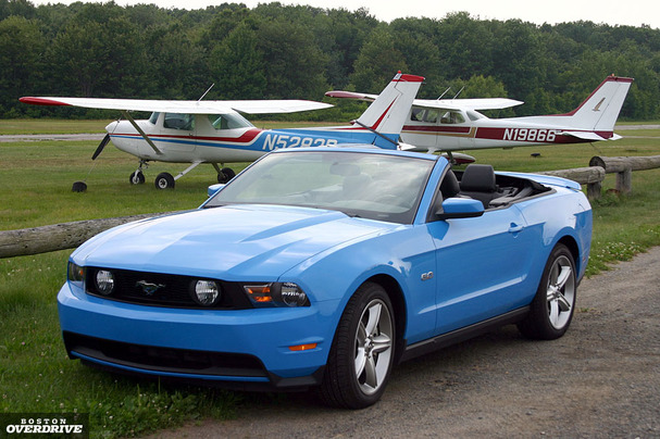 2011-Ford-Mustang-GT-Convertible-front.jpg