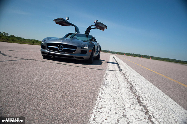 Mercedes-SLS-AMG-boston-front-runway.jpg