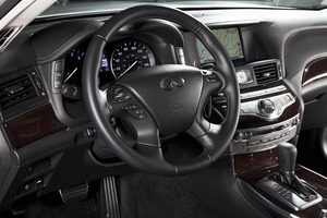 2011-Infiniti-M56x-interior.jpg