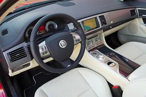 2011-Jaguar-XF-interior.jpg