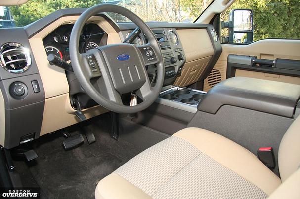 2011-Ford-F-350-interior-2.jpg