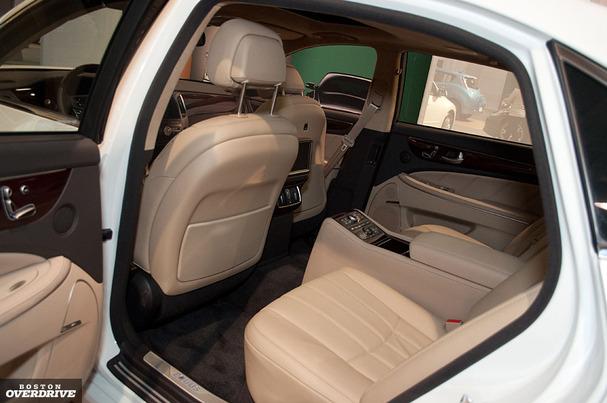 2011-Hyundai-Equus-interior.jpg