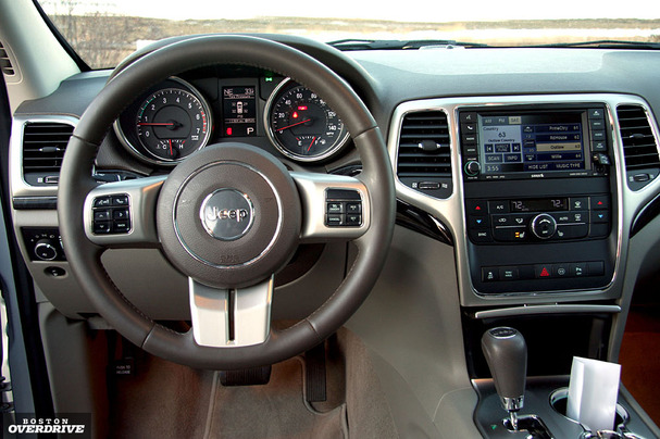 2011 Jeep Grand Cherokee Interior Photos