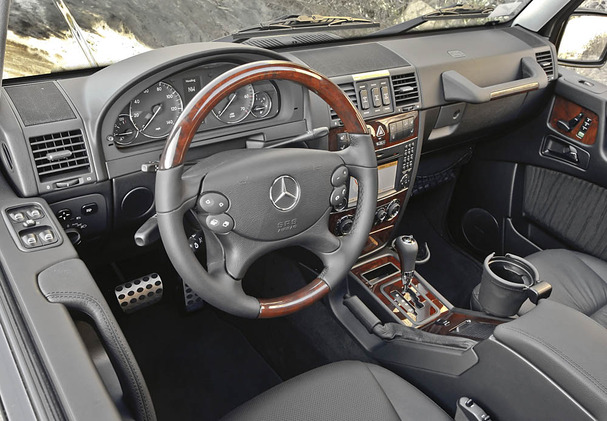 2011-Mercedes-Benz-G550-interior.jpg