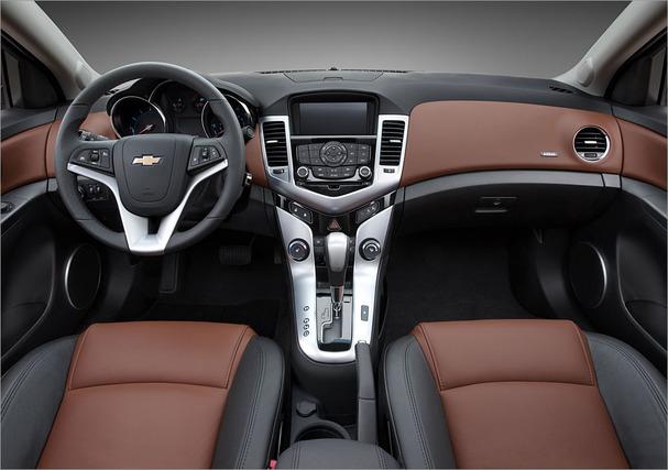 2011-Chevrolet-Cruze-interior.jpg