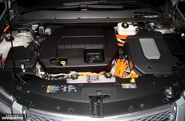 2011-Chevy-Volt-Boston-engine.jpg