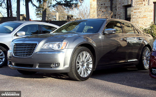 2011-Chrysler-300-front.jpg