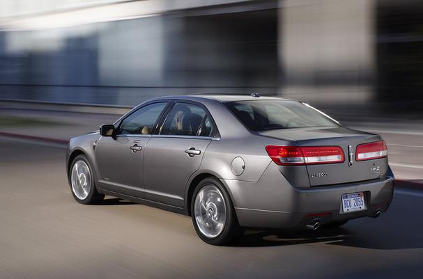 2011-Lincoln-MKZ-Hybrid-rear.jpg