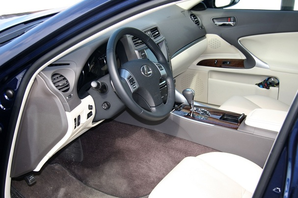 http://www.boston.com/cars/newsandreviews/overdrive/assets_c/2011/04/2011-Lexus-IS350-interior-thumb-607x404-38365.jpg