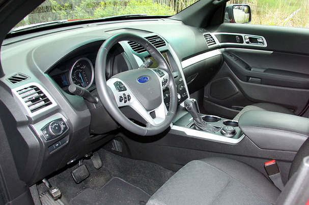 2011-Ford-Explorer-interior.jpg