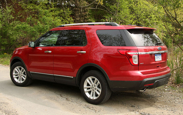 2011-Ford-Explorer-rear.jpg