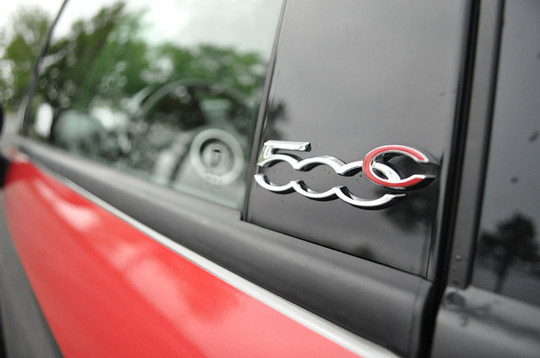 2012-Fiat-500-Cabriolet-badge.jpg