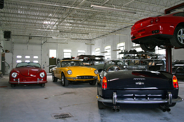Wayne-Carini-F40-Motorsports-garage.jpg
