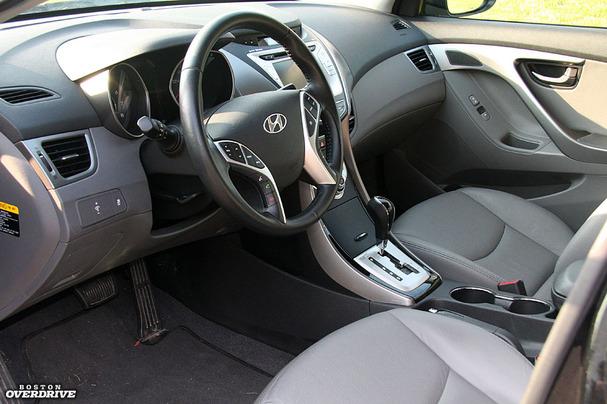 2011-Hyundai-Elantra-interior-full.jpg